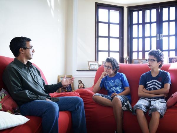 Cinco dicas de como falar de assuntos polêmicos com filhos?