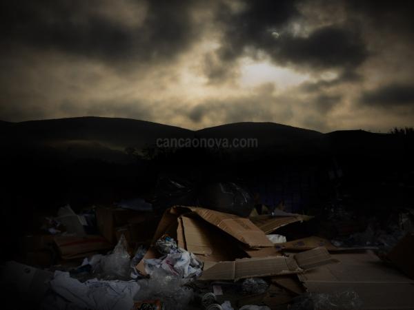 O meio ambiente esta se tornando um grande depósito de lixo