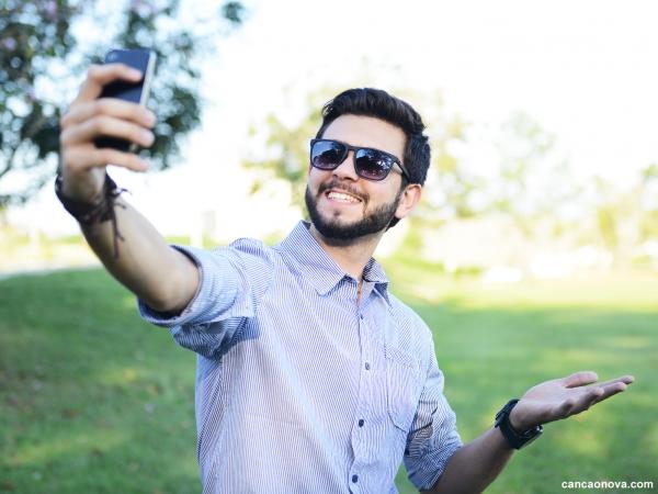 Como perceber se sou narcisista digital