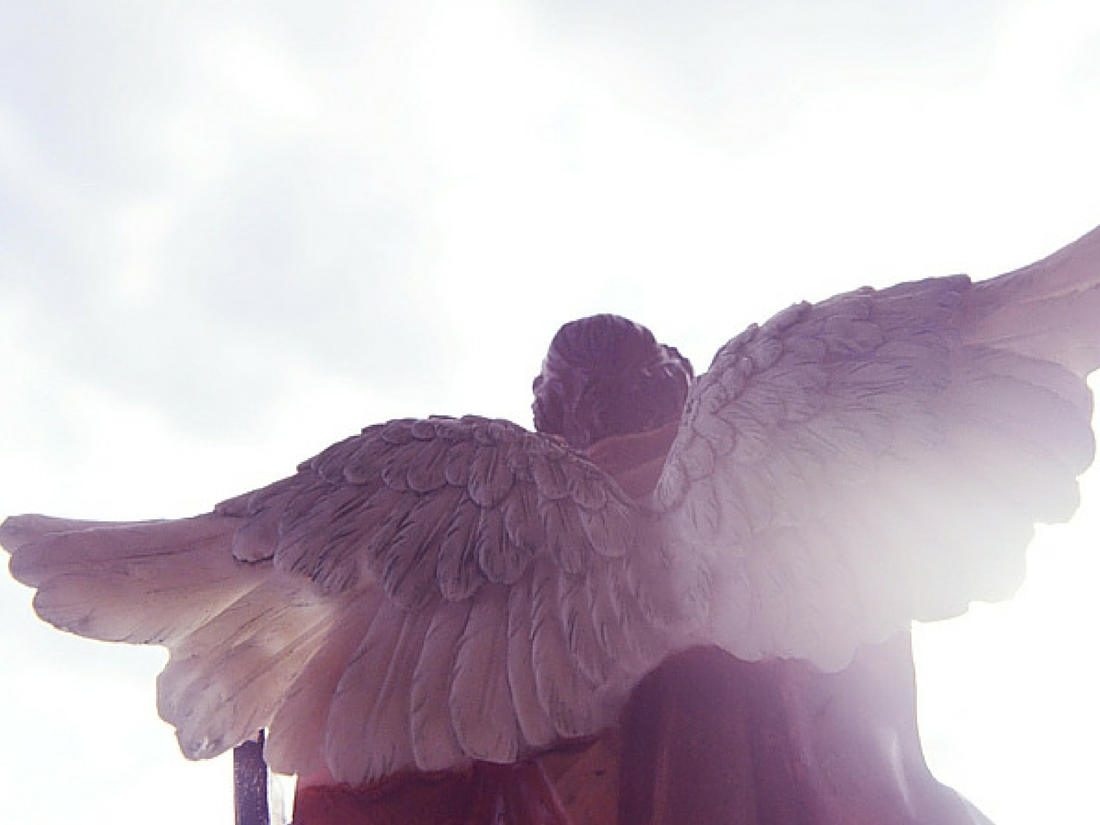 A Bíblia promove ou proíbe a oração aos anjos?
