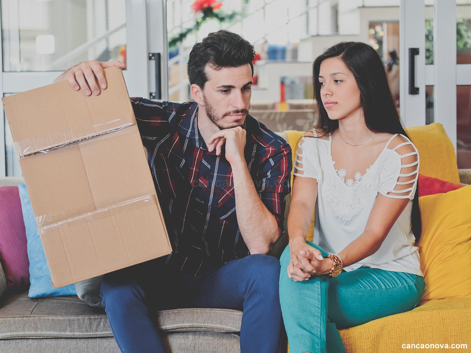 Entenda as diferenças entre casar ou morar junto