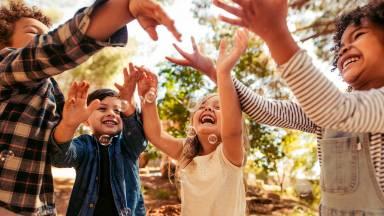 Como as crianças devem ser educadas de acordo com a idade