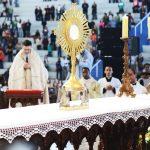 Confira-algumas-orações-para-fazer-diante-de-Jesus-Eucarístico