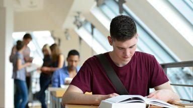 A postura do jovem católico na universidade