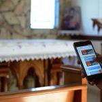 -Ao-usar-o-celular-na-igreja,-é-preciso-ter-coerência-