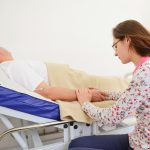 Por que visitar os enfermos é uma prática de misericórdia