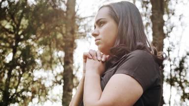 Ziza Fernandes fala sobre o poder da mulher que reza