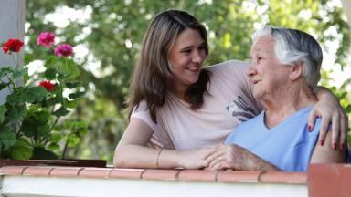 Como cuidar dos idosos com amor?
