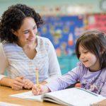 Cuidar-de-crianças-e-praticar-outro-idioma