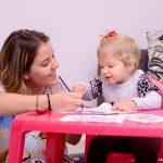 Cuidar de crianças e praticar outro idioma - 1600x1200