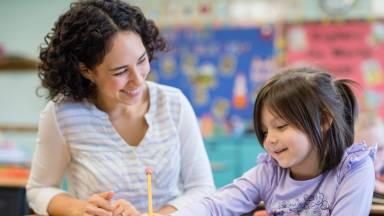Cuidar de crianças e praticar outro idioma