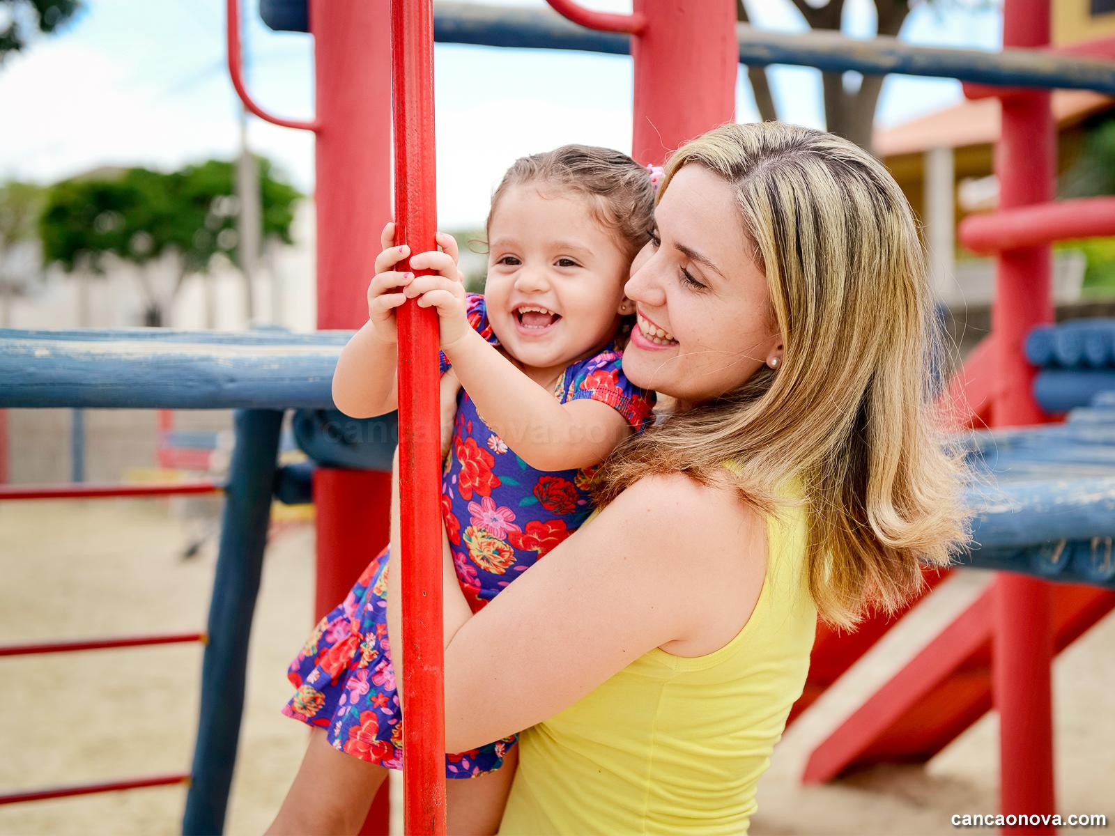 A Mãe precisa cultivar a feminilidade nas filhas -
