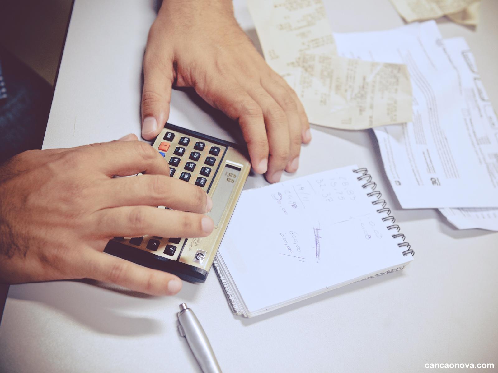 Como virar o ano sem dívidas