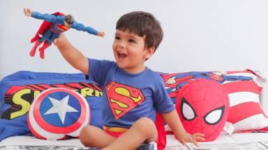 A brincadeira de super-herói é saudável para o meu filho?