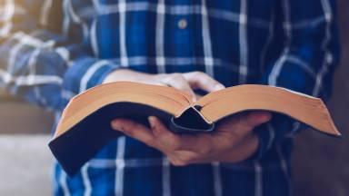 Formação teológica: qual é a origem da Sagrada Escritura?