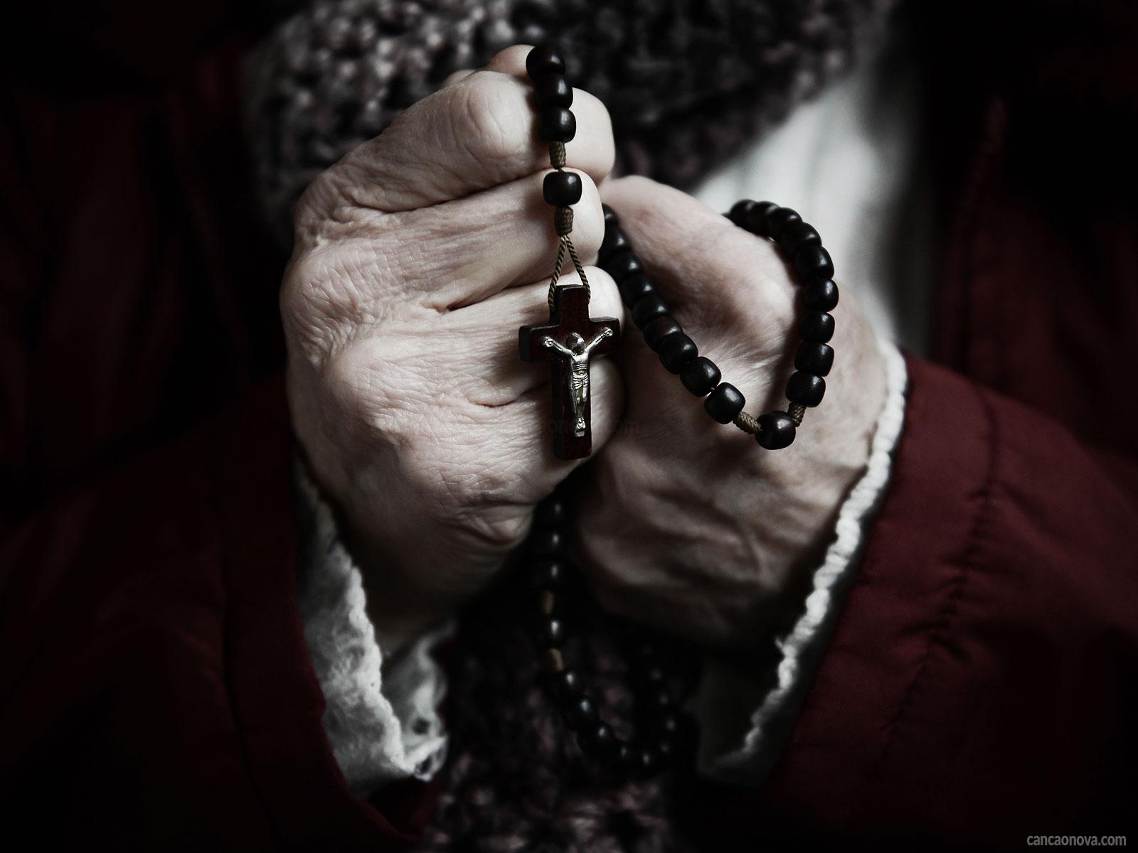 -Sete-dicas-para-rezar-frutuosamente-o-rosário-segundo-João-Paulo-II-