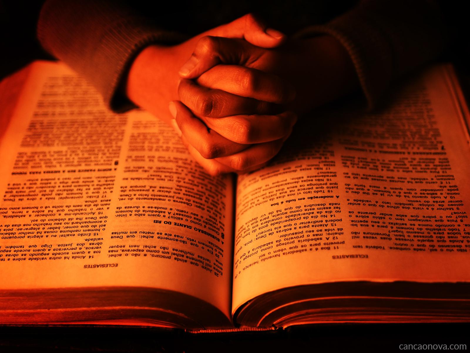 Como viver bem o mês da Bíblia