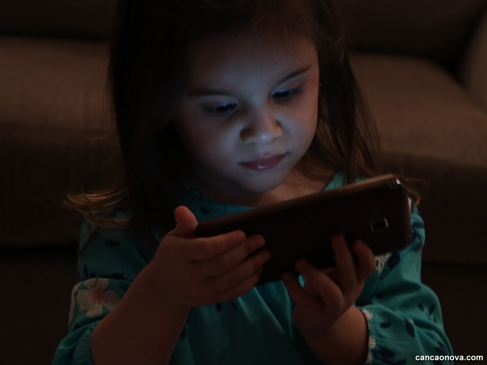 -O-mal-dos-eletrônicos-na-vida-e-desenvolvimento-dos-filhos-