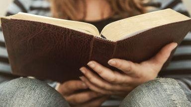 Por que existem várias traduções para a Sagrada Escritura__
