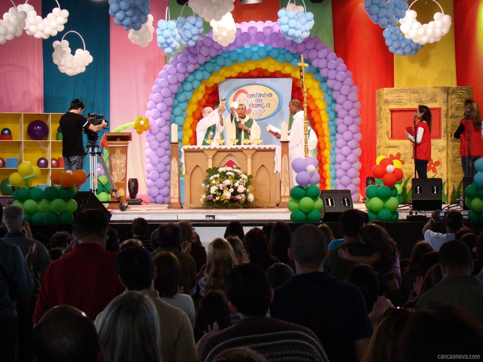 Pais, saibam como despertar o valor da Santa Missa nas crianças