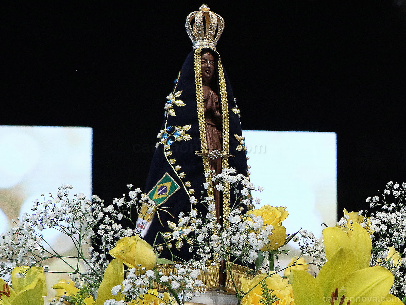Entenda por que Nossa Senhora é Rainha e Mãe da fé