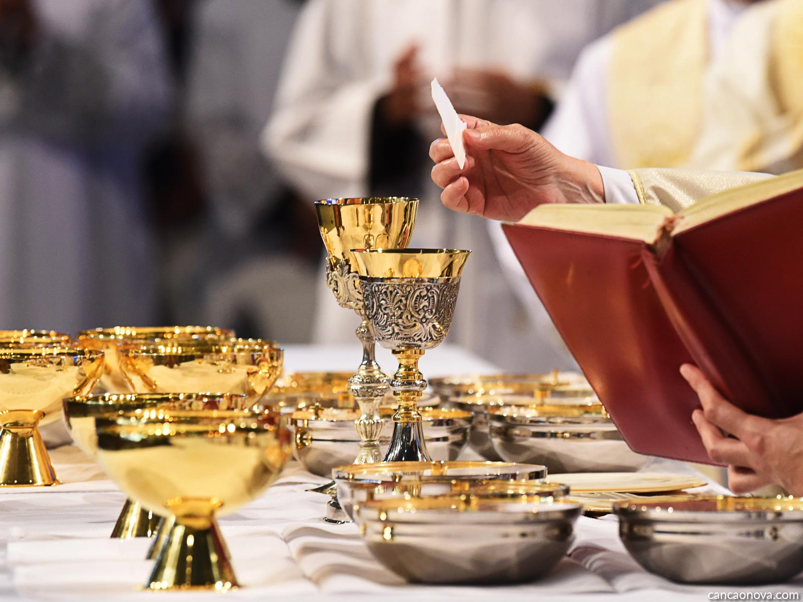 Qual é a diferença da Missa diária para a Missa dominical?