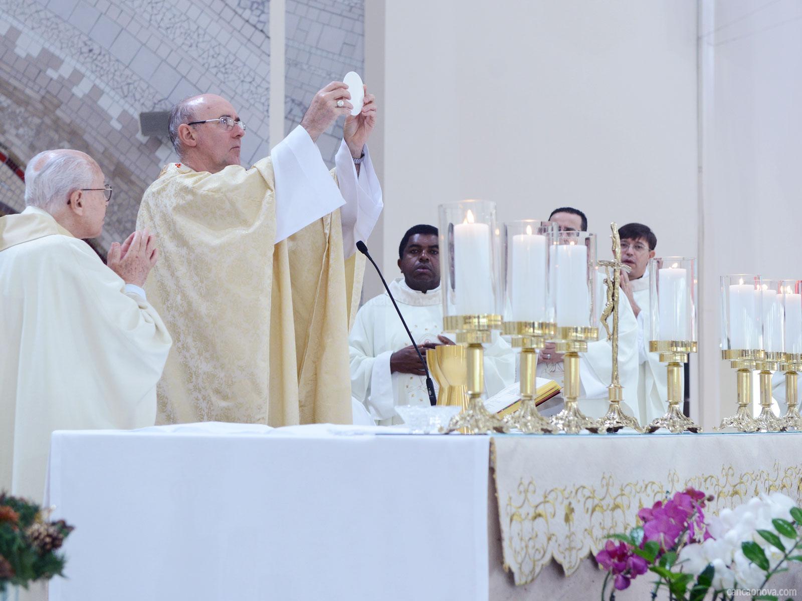 Por-que-só-o-sacerdote-pode-presidir-a-Santa-Missa