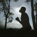 Como o homem pode viver a humildade diariamente?