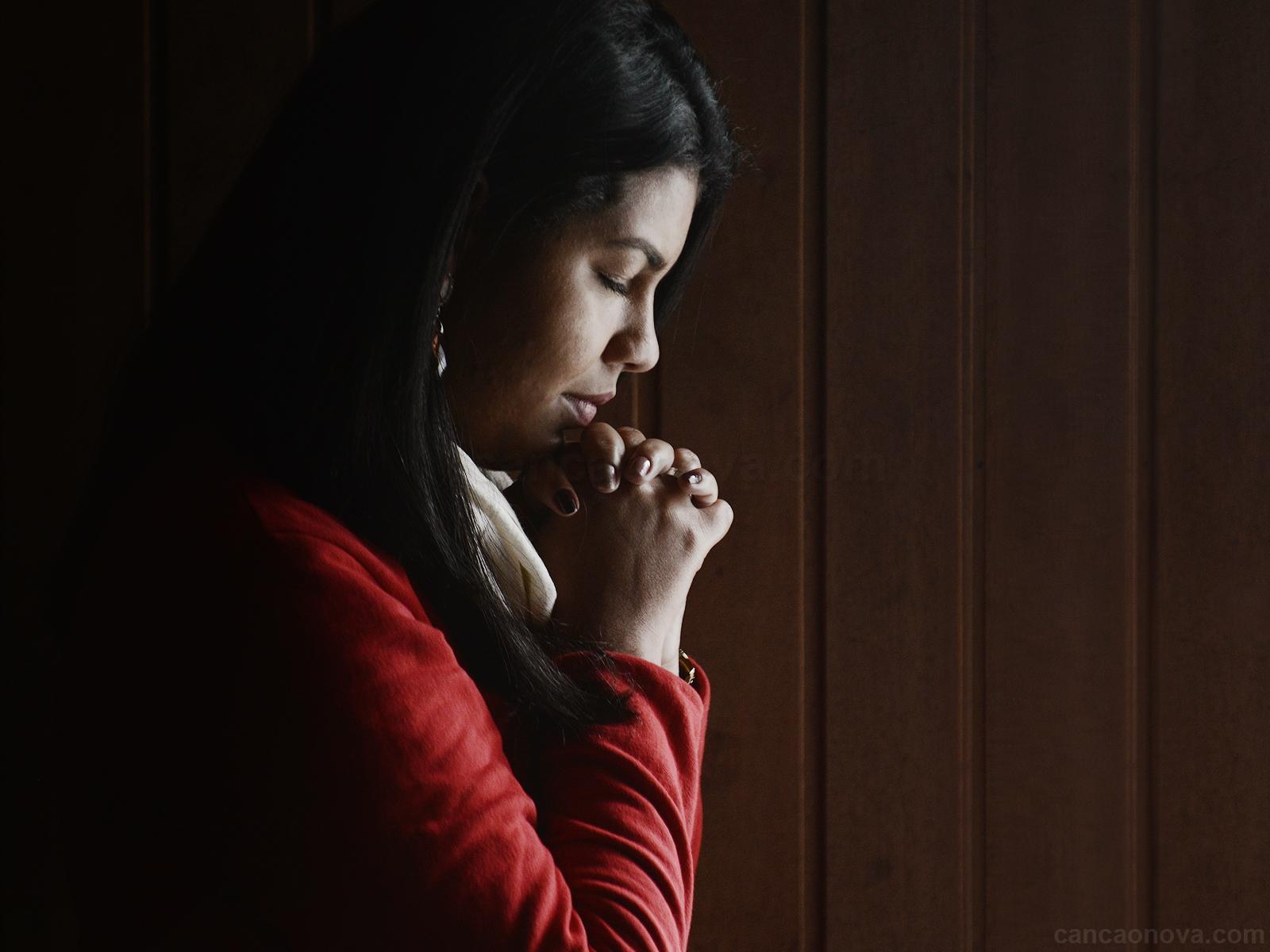 Compreenda como é feita a oração nas terceiras moradas