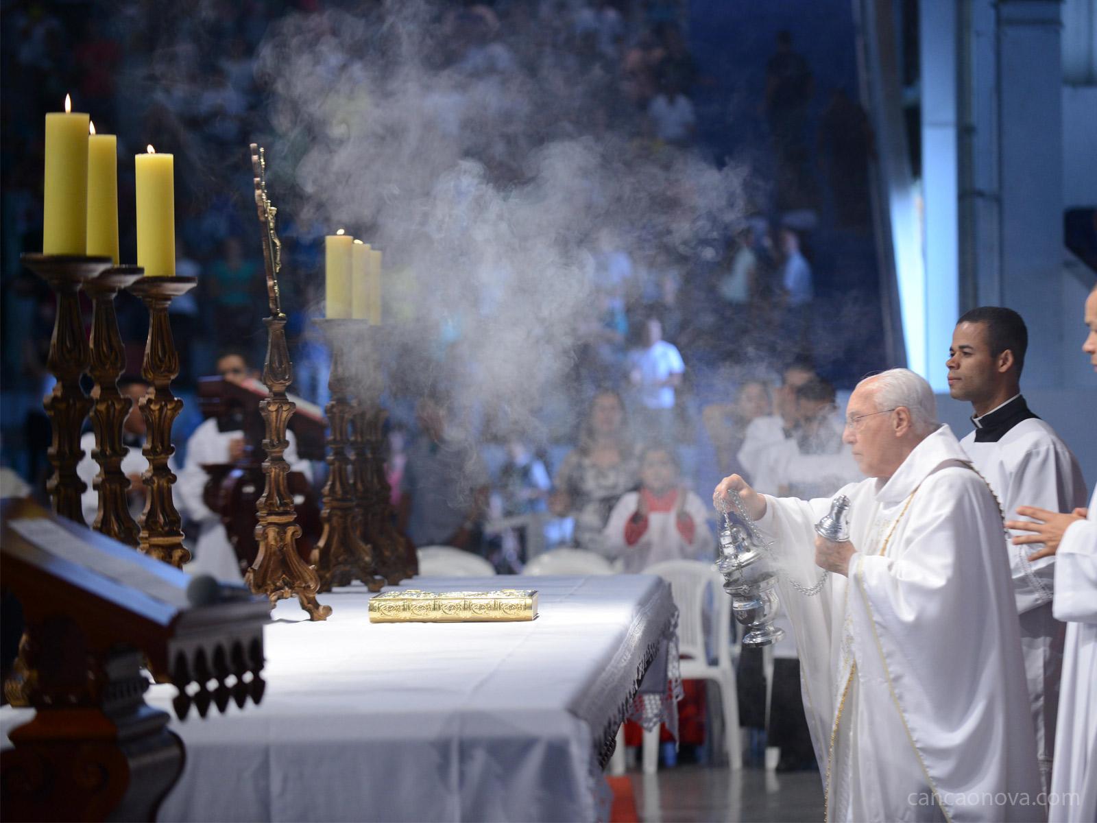 O lugar dos fiéis e a disposição dos objetos na Missa