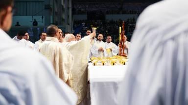 O que é necessário para celebrar a Santa Missa?