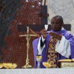 Como é feita a escolha da Missa, suas leituras e oração Eucarística?