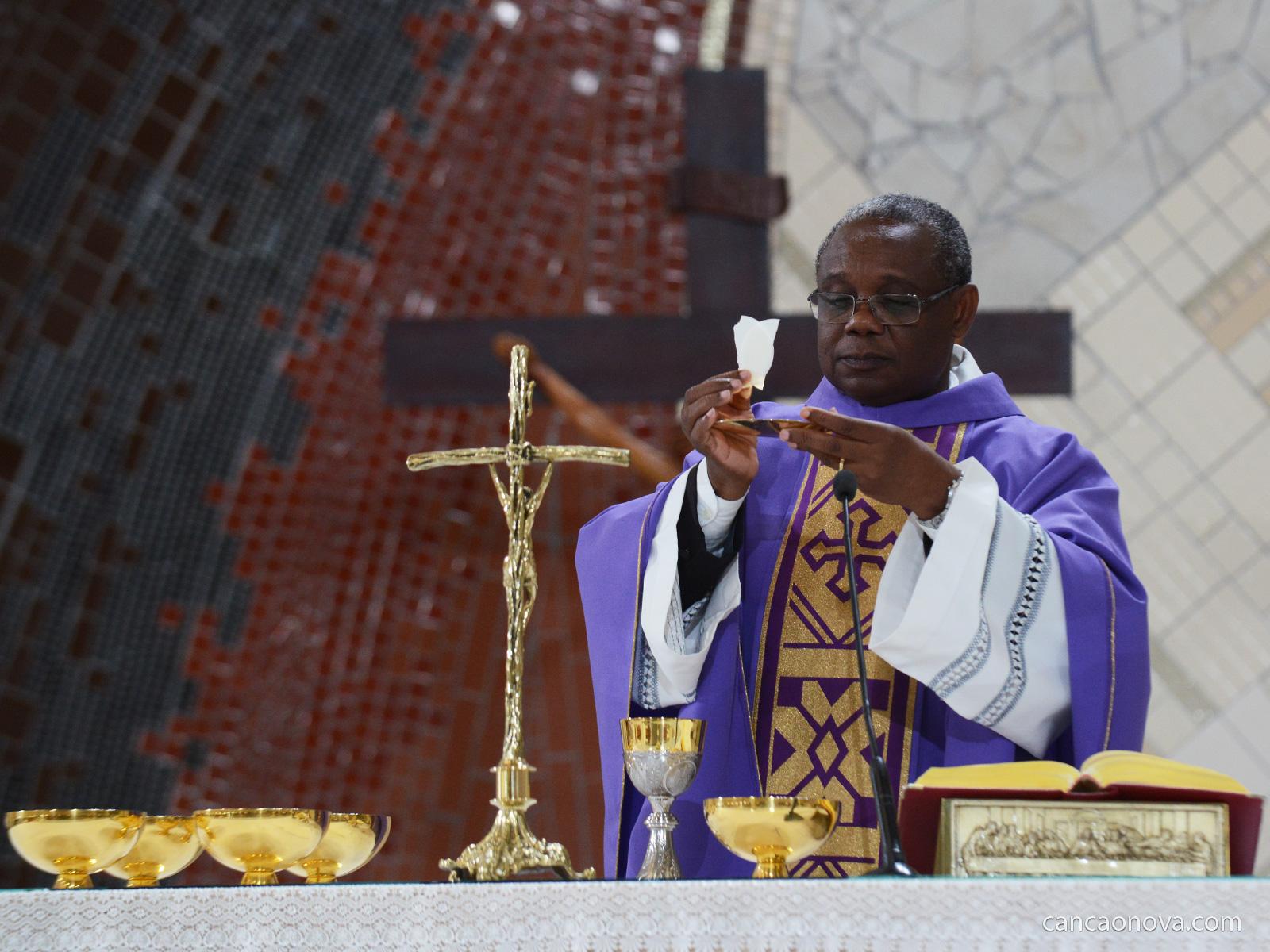 Como-é-feita-a-escolha-da-missa,-suas-leituras-e-orações-eucaristicas