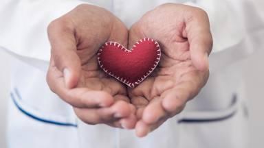 Uma pessoa viva pode doar órgãos para transplantes?