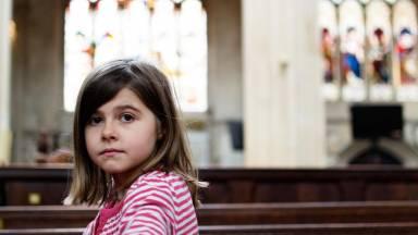 O-que-fazer-com-filhos-pequenos-na-hora-da-missa