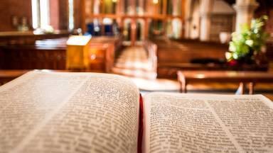 Qual é a missão evangelizadora que a Igreja tem para si?
