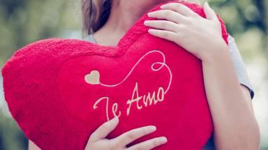 """Você acha que é fácil dizer """"Eu te amo"""" para as pessoas?"""