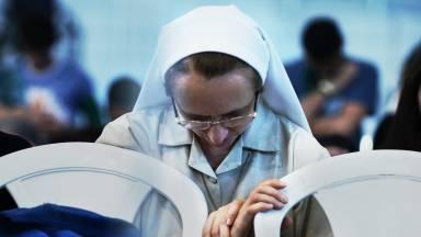 Qual a diferença entre freira, irmã e madre?
