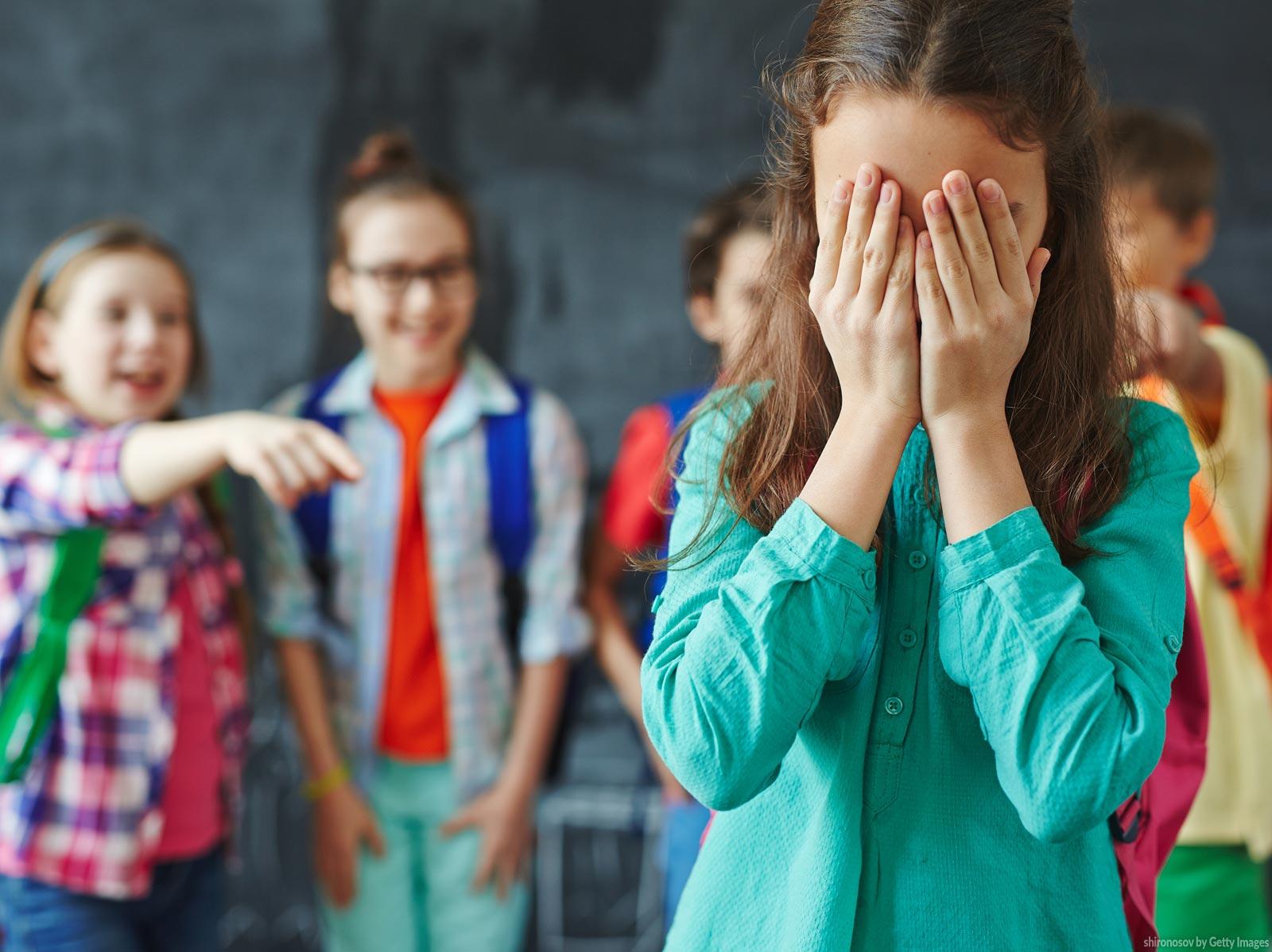 Minha filha sofreu bullying. Como reagi?