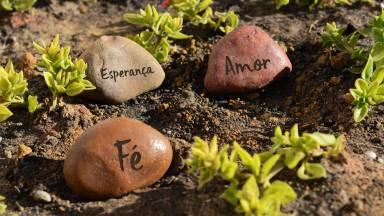 Qual virtude é mais importante: fé, esperança ou amor?