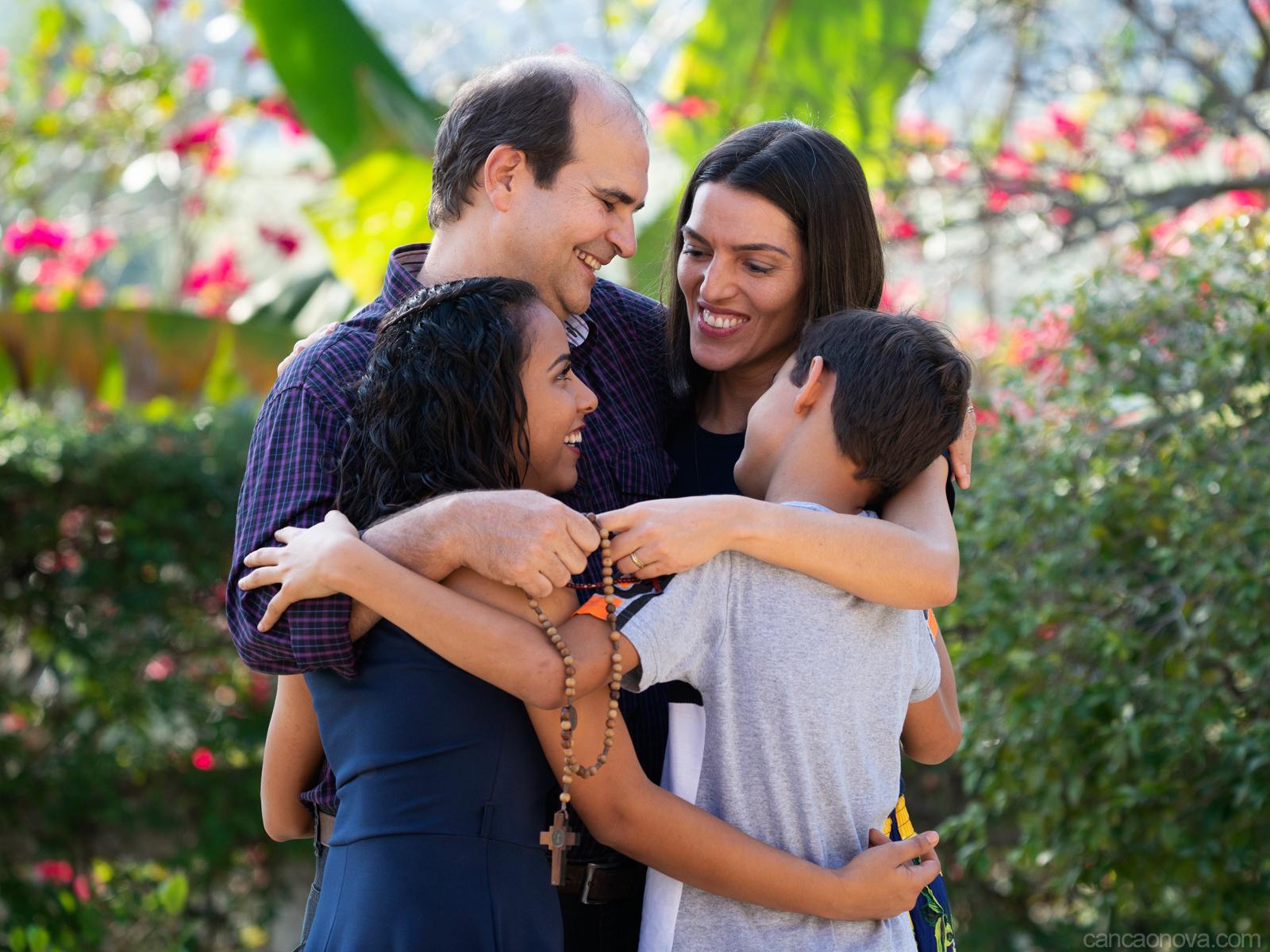 O exemplo da família ensina mais do que as lições