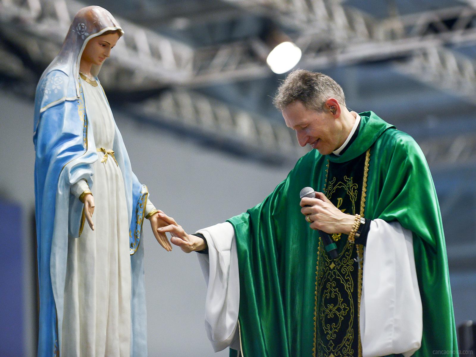 Como aprender a rezar com Maria?