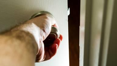 Cuidado com o ladrão da porta dos fundos