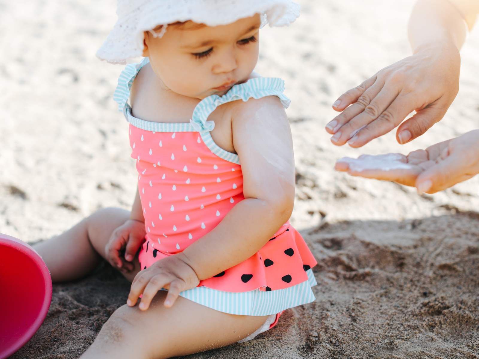 Como cuidar da pele do bebê no sol