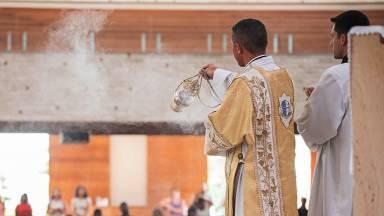 Como surgiu o incenso e por que é utilizado nas Missas?