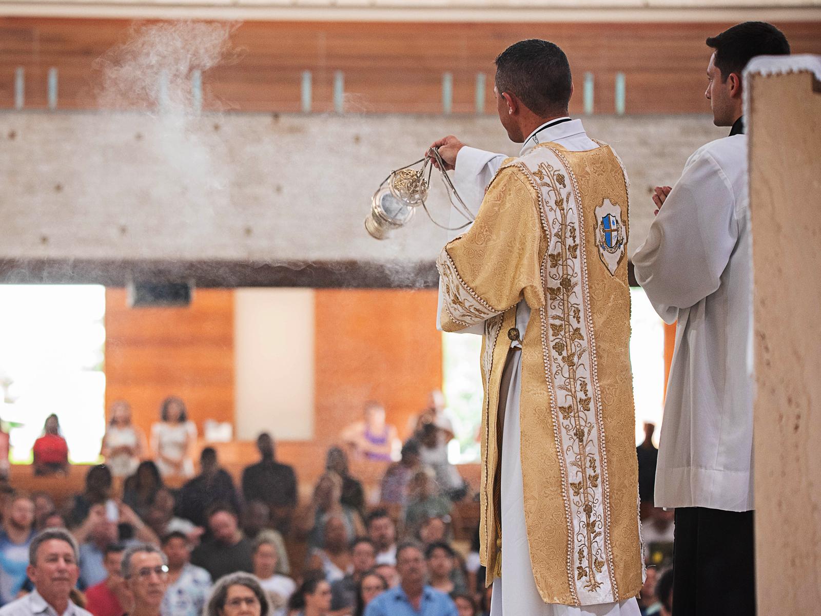 Como surgiu o incenso e pq é útlizado nas missas