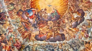 Posso rezar para os santos ou somente para Deus?