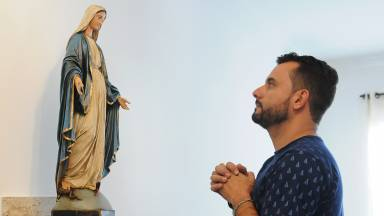 Em que consiste a Devoção a Santíssima Virgem?
