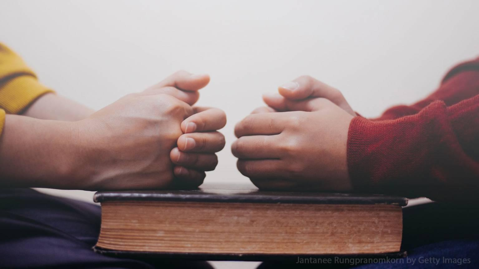 formacao_1600x1200-devemos-rezar-uns-pelos-outros-1536x864.jpg