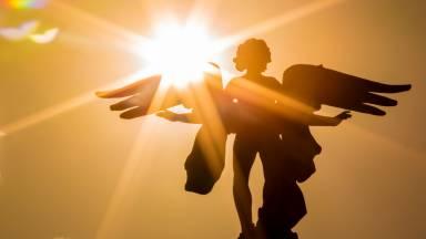 Nós somos irmãos de anjos?